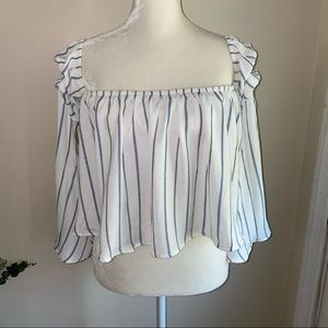 hot and delicious off the shoulder crop top small